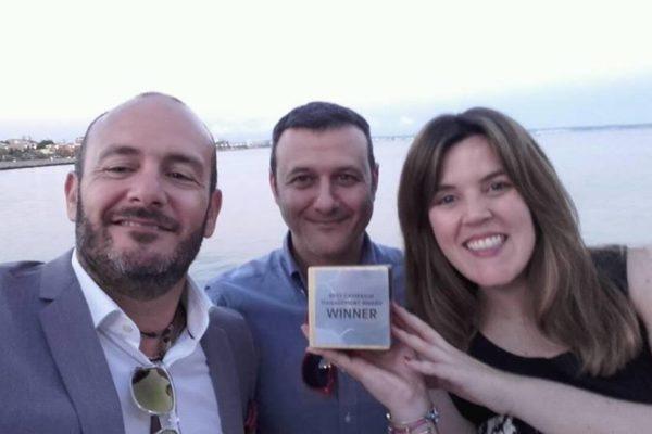 Equipo Marketing Online Marhotels con el premio Affilired
